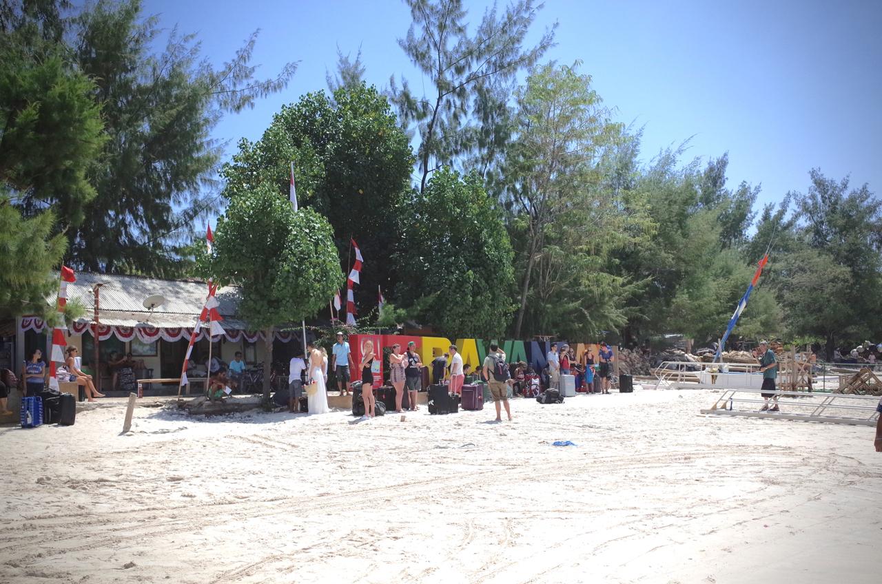 ギリトラワンガンビーチ