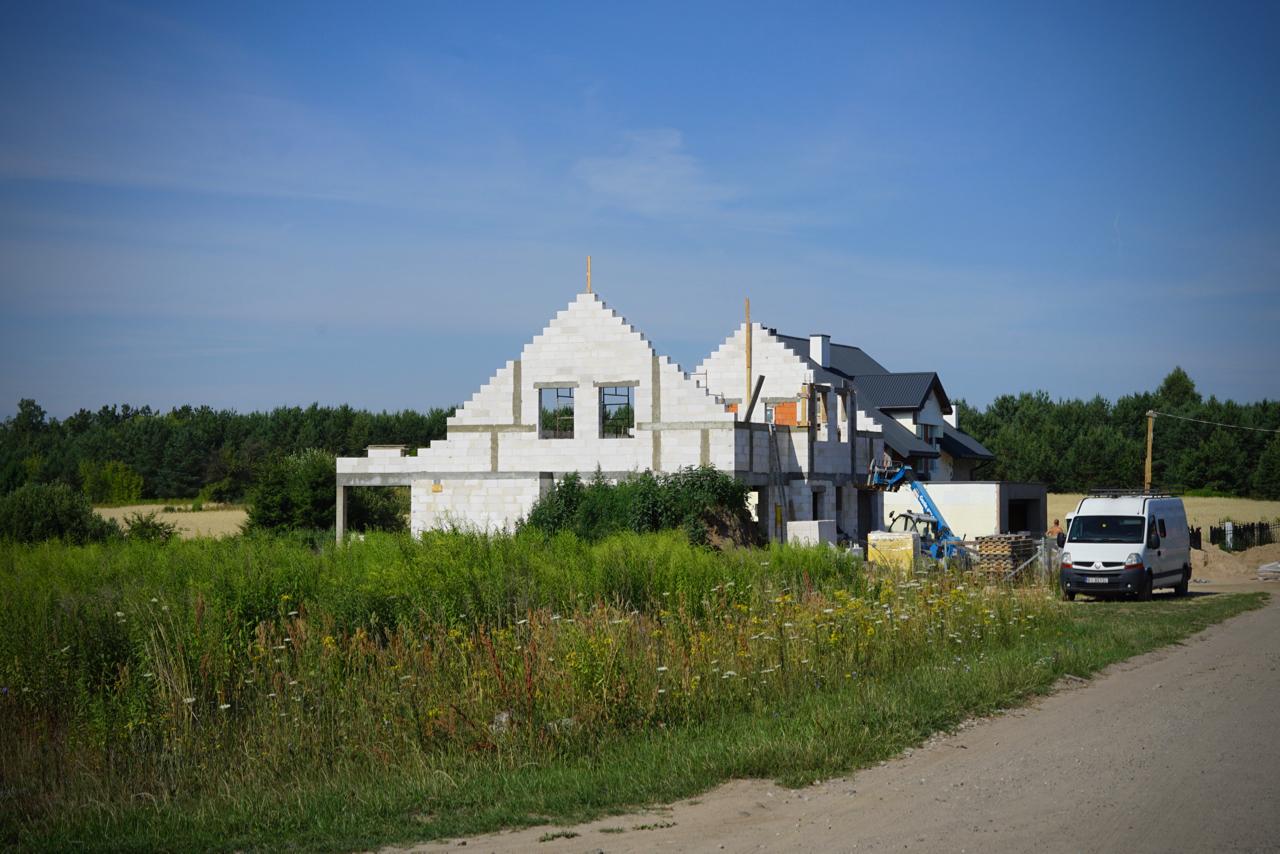 建築中の家