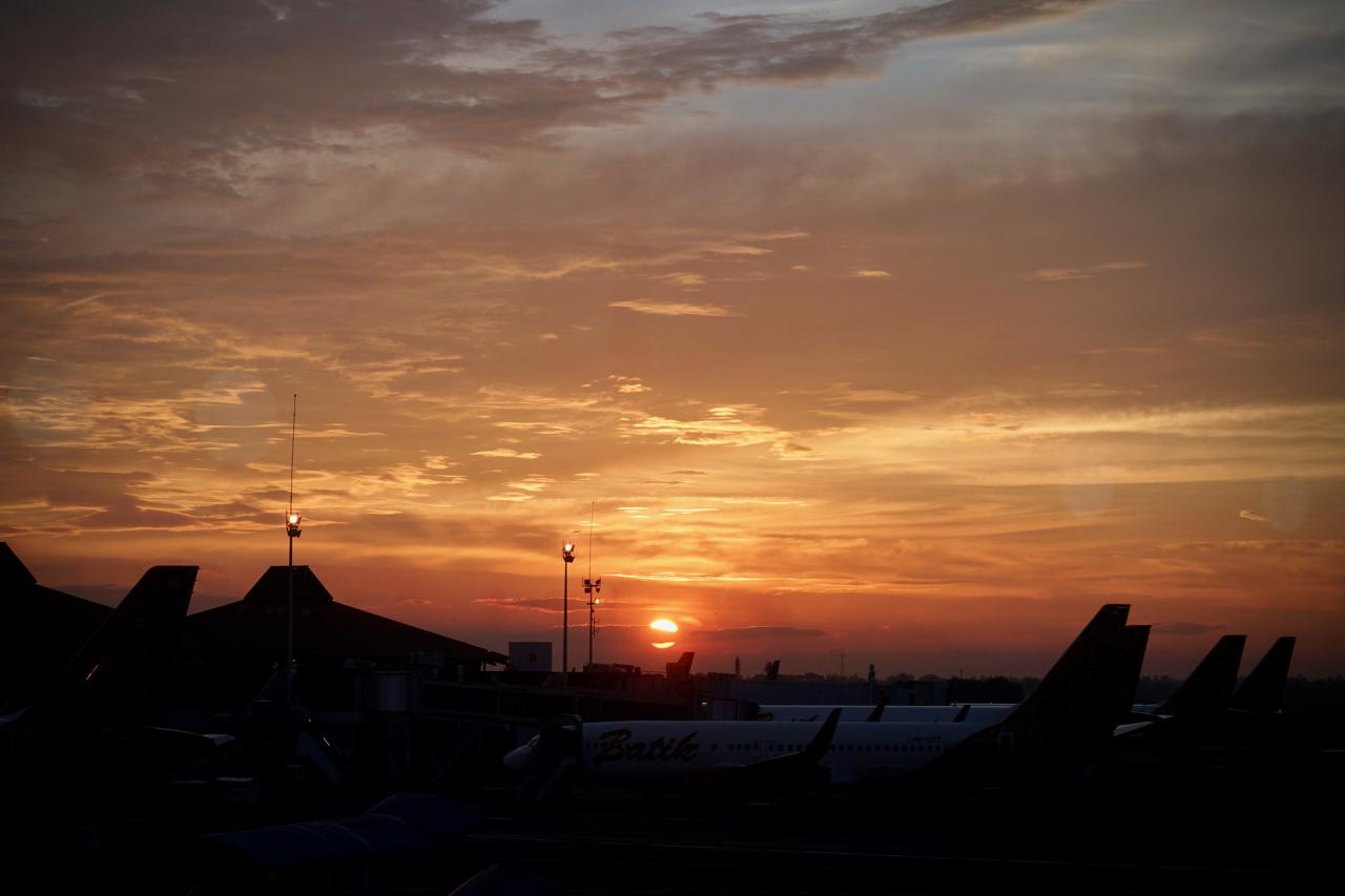 空港で見た夕日
